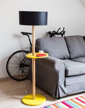Drewniana Lampa Podłogowa UFO - żółta z czarnym abażurem