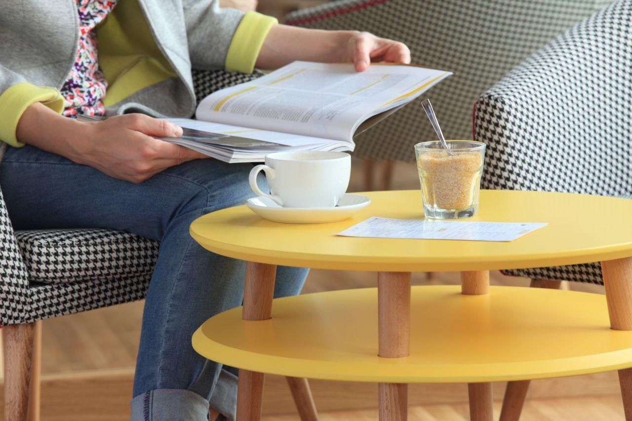 Stolik kawowy UFO średni - żółty