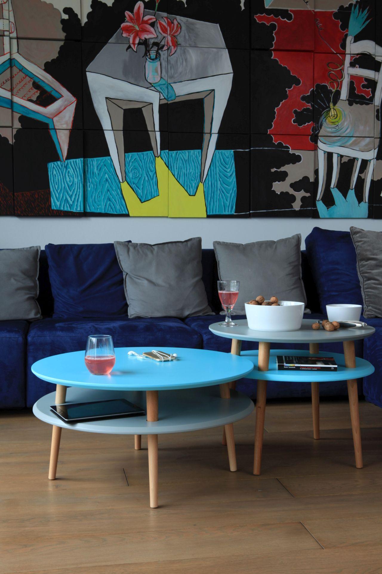 Zestaw stoliów kawowych do małego salonu