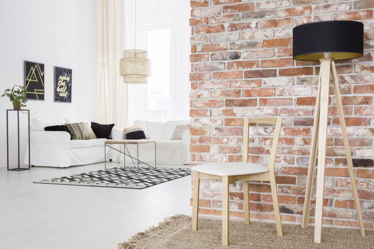 Aranżacja Mebli Drewnianych - Jesionowa Lampa Podłogowa - Drewniane Krzesło białe wnętrza ściana z cegly